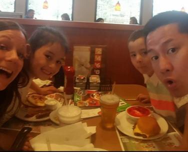 dennys-with-kids.jpg
